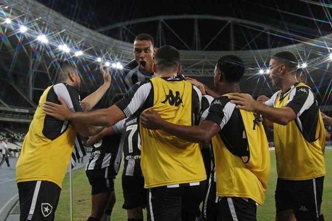 Time do Botafogo no Estádio Nilton Santos (Foto: Vítor Silva/Botafogo)