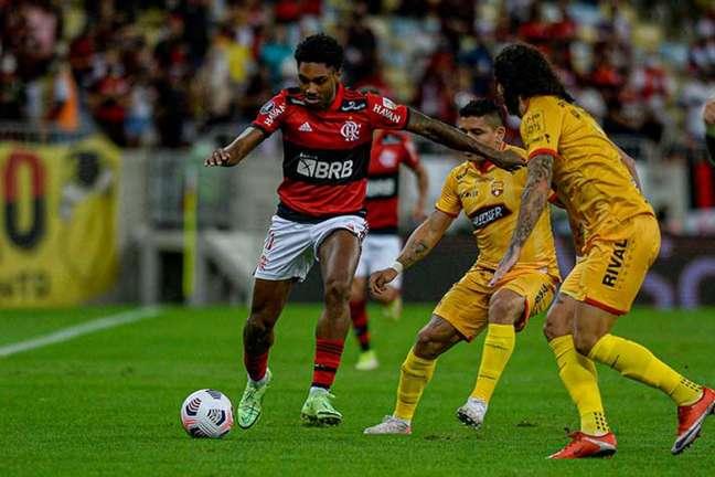 Vitinho é uma das esperanças do Flamengo no jogo do Brasileiro que antecede a semifinal da Libertadores (Foto: Marcelo Cortes / Flamengo)
