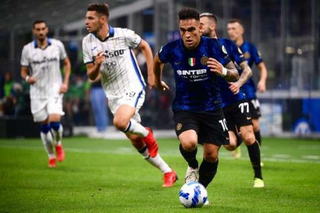Inter de Milão e Atalanta protagonizaram uma bela partida pelo Campeonato Italiano (MARCO BERTORELLO / AFP)