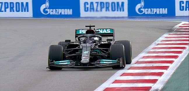 Lewis Hamilton em ação na classificação em Sóchi