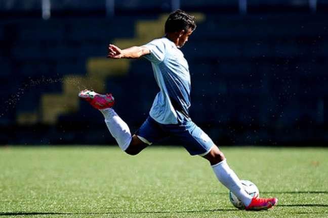 Weslley Patati foi convocado para a Seleção Brasileira Sub-18 (Divulgação/Santos)