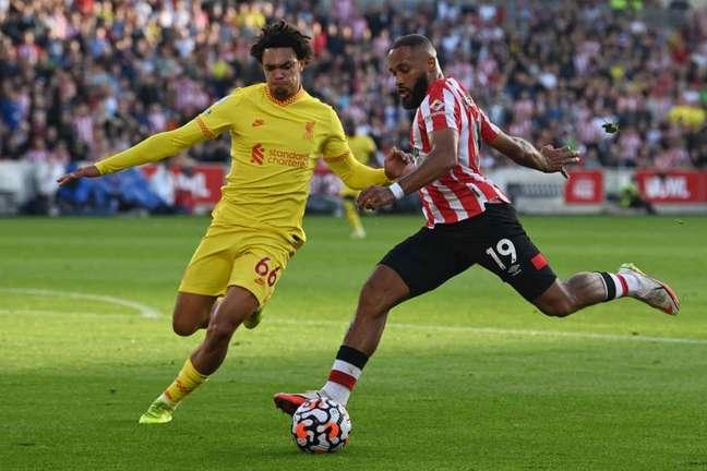 Brentford e Liverpool conquistam apenas um ponto no Campeonato Inglês (Foto: GLYN KIRK / AFP)