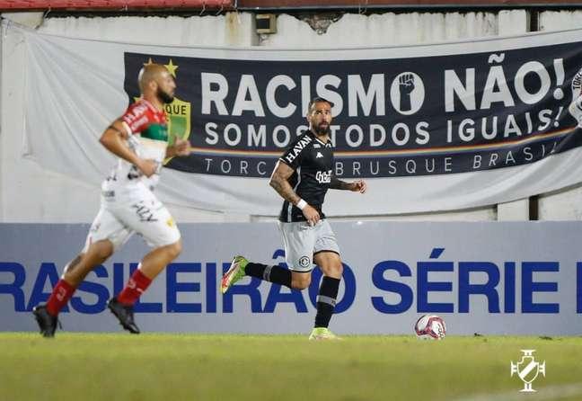 Leandro Castan, zagueiro do Vasco, reclamou do VAR no jogo contra o Brusque (Reprodução/VascoTV)