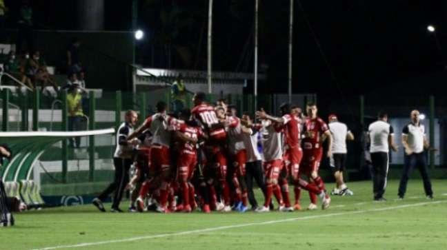 Vila venceu o Goiás pela Série B (Foto: Reprodução/Twitter Vila Nova)
