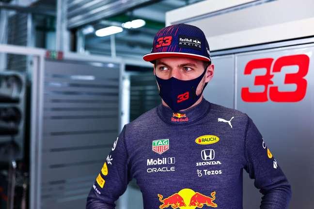 Max Verstappen vai partir neste domingo para tentar minimizar os prejuízos por largar do fim do grid na Rússia