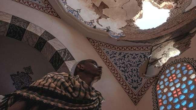 Um dos mausoléus da história mesquita de al-Negashi Mosque foi danificado em conflitos no Tigré