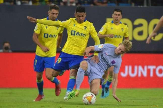 Barcelona encontrou dificuldades para furar a defesa do Cádiz na última rodada (Foto: CRISTINA QUICLER / AFP)