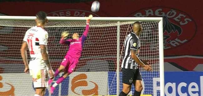 Volpi fez bela defesa no jogo contra o Atlético-MG (Reprodução/Sportv)