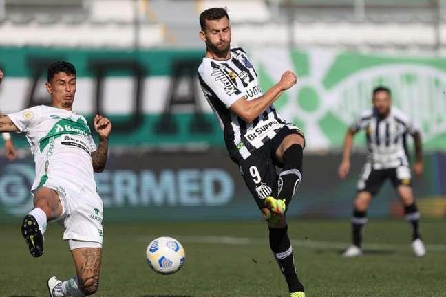 Léo Baptistão tenta jogada na derrota do Santos diante do Juventude FOTO: Pedro ErnestoGuerra Azevedo/SantosFC