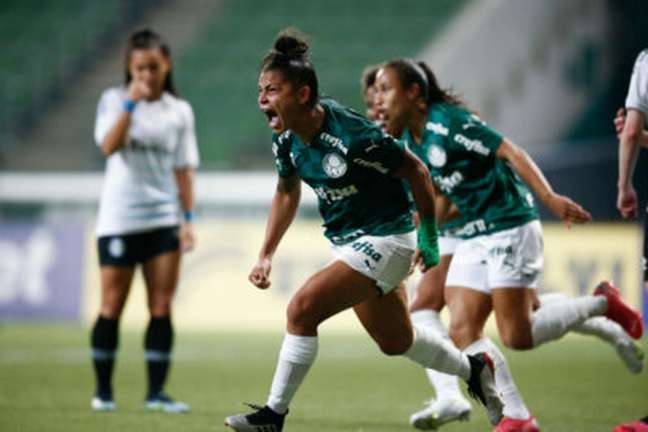Maria Alves comemora o quarto gol palmeirense diante do Grêmio. (Foto: Lívia Villas Boas/Staff Images Woman/CBF)