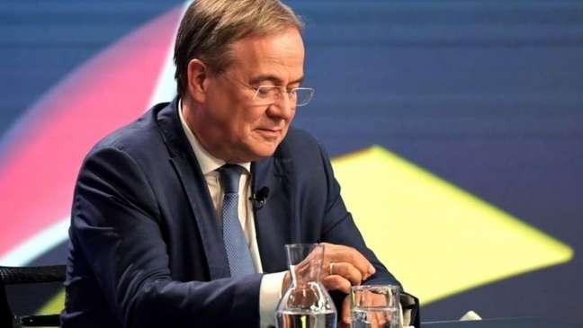 Armin Laschet comanda conservadores e é apoiado por Merkel