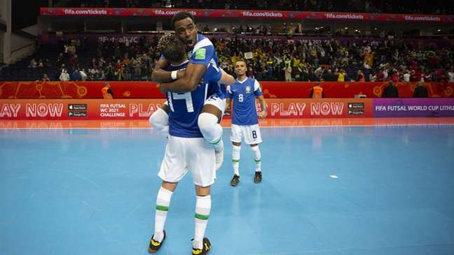Jogadores comemoram a classificação (Thais Magalhães/CBF)