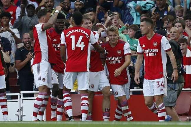 Arsenal conquistou vitória tranquila sobre o Tottenham na Premier League (IAN KINGTON / IKIMAGES / AFP)