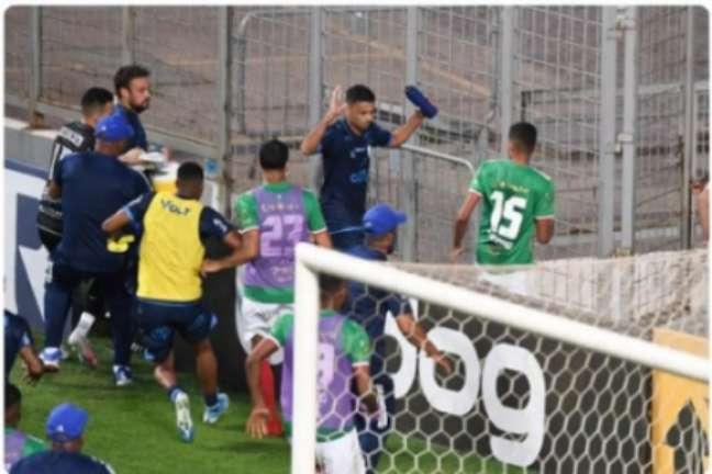 Jogadores de Cruzeiro e CSA se envolveram em uma briga generalizada no Independência-(Reprodução/Redes Sociais)