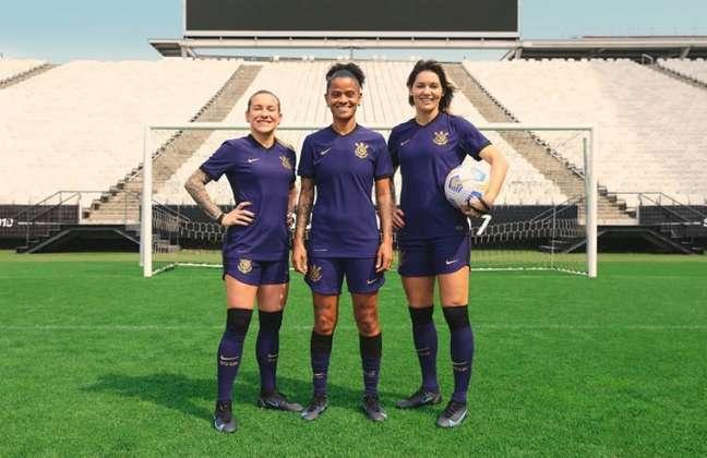 Jogadoras do time feminino irão estrear a nova terceira camisa do Corinthians nesta noite (Foto: Divulgação/Nike)