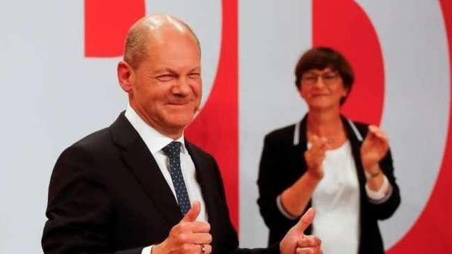 Olaf Scholz lidera social-democratas