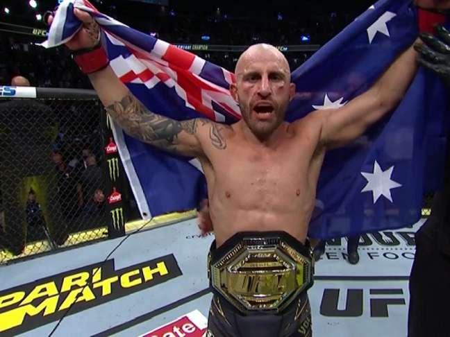 Volkanovski superou Ortega em luta épica e manteve o cinturão peso-pena (Foto: Reprodução/UFC)
