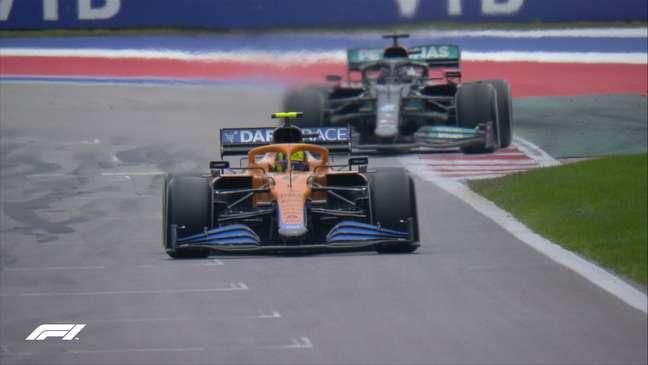 Lando Norris e Lewis Hamilton travaram a grande luta pela vitória na Rússia