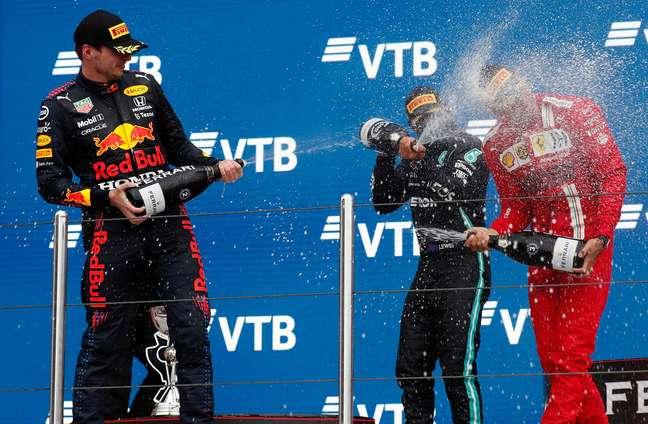 Max Verstappen está apenas 2 pontos atrás de Lewis Hamilton no campeonato