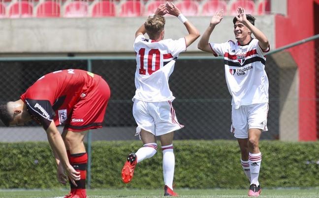 O São Paulo lidera seus grupos no Campeonato Paulista sub-15 e sub-17 (Foto: Divulgação/São Paulo)