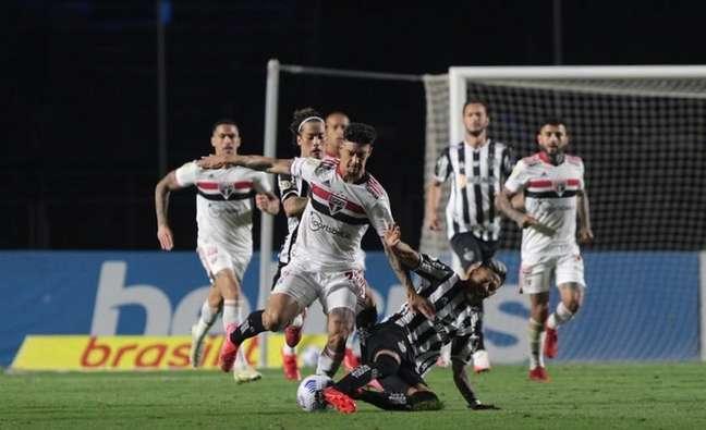 São Paulo apresentou melhora defensiva, mas ainda busca acertar o ataque (Foto: Rubens Chiri/saopaulofc.net)