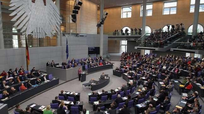 O atual Parlamento alemão é composto por 709 deputados