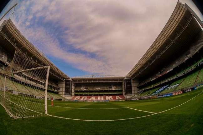 Daronco só aceitou iniciar a partida depois que uma das equipes trocasse seu uniforme (Marcelo Cortes / Flamengo
