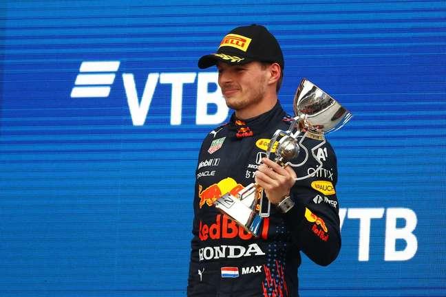Max Verstappen ganhou 18 posições no GP da Rússia. Largou em 20º e chegou em segundo