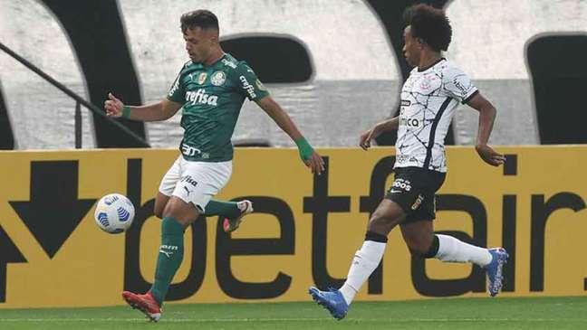 Willian em ação contra o Verdão (Foto: Cesar Greco / Palmeiras)