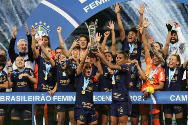 As meninas do Timão conquistaram o segundo Brasileiro seguido (Foto: Marco Galvão/Ag.Corinthians)