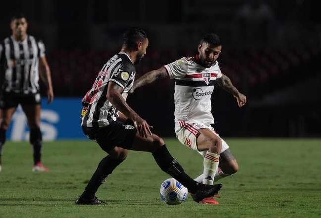 Liziero falou sobre a semana cheia de treinamentos do São Paulo (Foto: Rubens Chiri/saopaulofc.net)