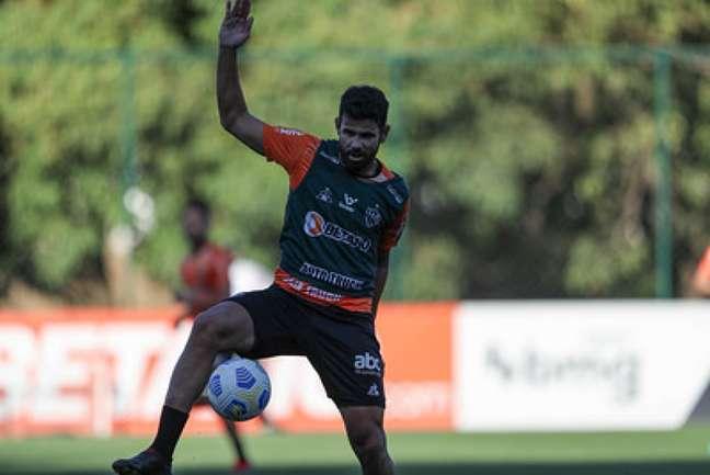 """Diego """"corre"""" contra o tempo para ter condições de encarar o Palmeiras-(Pedro Souza/Atlético-MG)"""