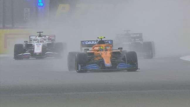 Lando Norris arriscou com pneus slicks na chuva em Sóchi e perdeu chance de vencer
