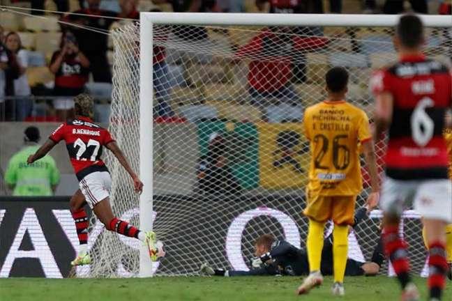 Bruno Henrique é eleito o melhor jogador das partidas de ida da semifinal da Libertadores