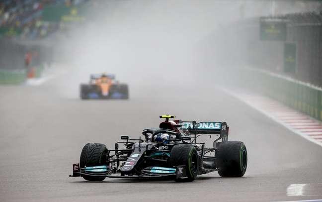 Valtteri Bottas foi beneficiado pela chuva em Sóchi