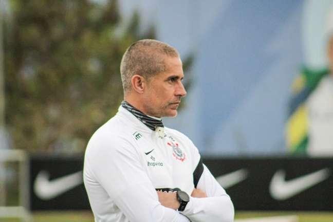 Sylvinho em treino do Corinthians (Foto: Felipe Szpak/Ag. Corinthians)