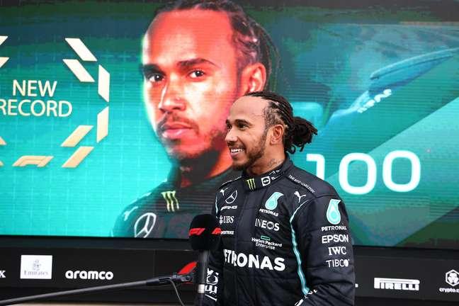 Lewis Hamilton festeja a histórica vitória 100 na Fórmula 1: