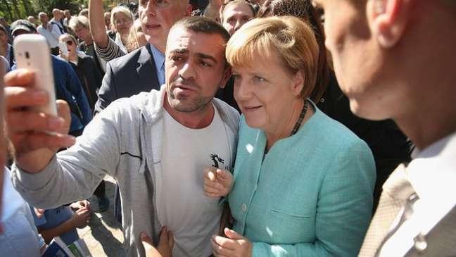 Angela Merkel tomou a decisão de permitir a entrada de refugiados como medida de caráter humanitário