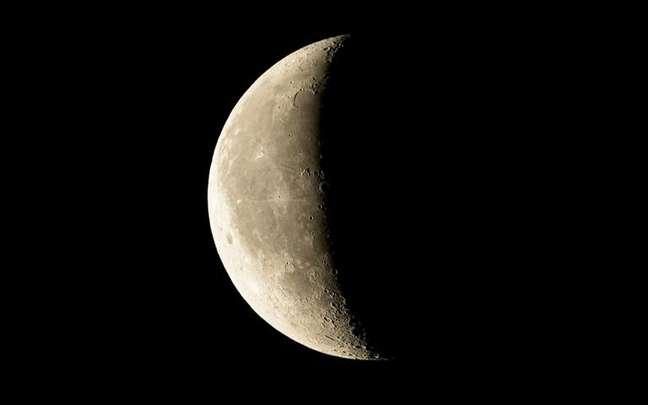 Aprenda a fazer um ritual para a Lua Minguante e mandar embora emoções que te atrapalham - Shutterstock