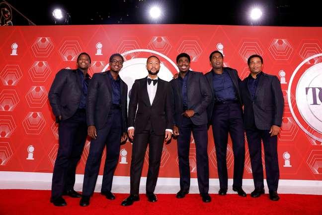 John Legend e o elenco de 'Ain't Too Proud' no Tony Awards