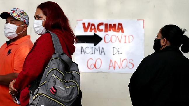 Adesão dos brasileiros à campanha de vacinação foi muito mais alta do que o observado em partes dos EUA e da Europa