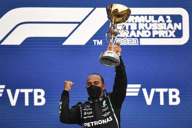 100 vezes Lewis Hamilton e uma vitória para a história do esporte