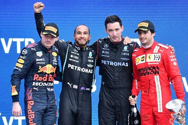 Max Verstappen está só 2 pontos atrás de Lewis Hamilton no campeonato