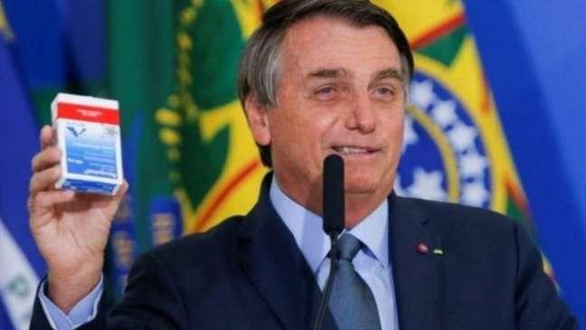 Presidente Jair Bolsonaro defendeu intensamente o uso da cloroquina contra a covid-19, mesmo sem respaldo científico