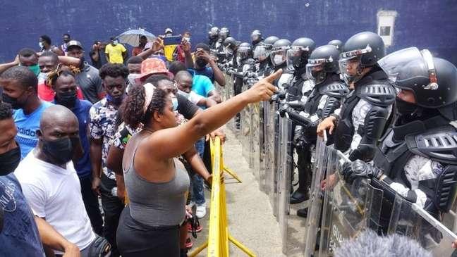 Haitianos optaram por formar caravana para viajar aos Estados Unidos, enfrentando forças de segurança mexicanas