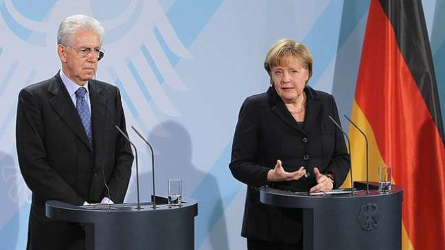 Merkel esteve à frente da busca por saídas para a crise ao lado de outros líderes, como o italiano Mario Monti