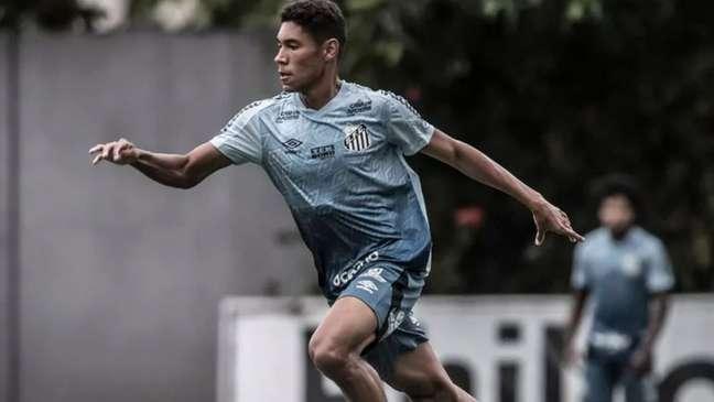 O volante Vinícius Balieiro discute a renovação de contrato com o Santos (Foto: Divulgação Santos FC)