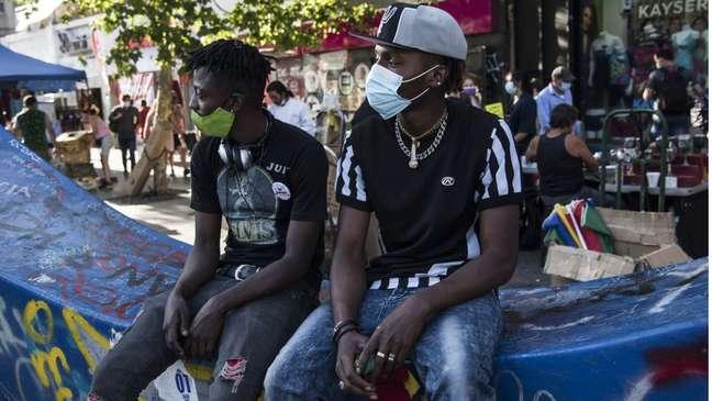 Nos últimos meses, presença de haitianos em cidades latino-americanas como Santiago (Chile) tornou-se mais comum