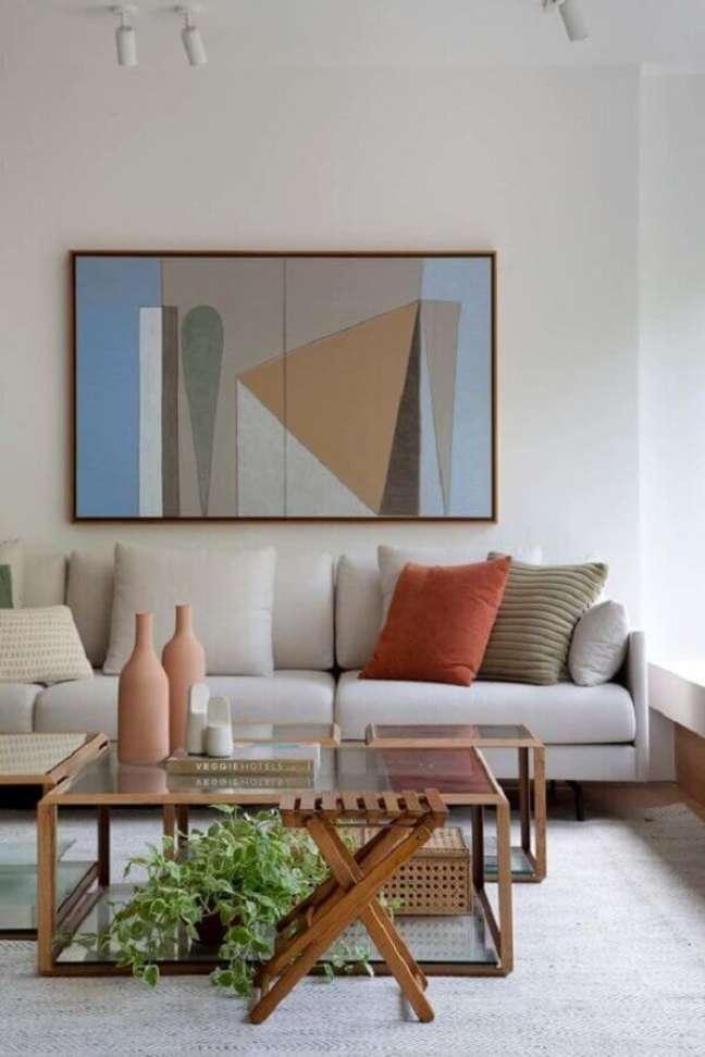 53. Vasos com plantas para decoração de sala de estar moderna em cores neutras – Foto: Escala Arquitetura