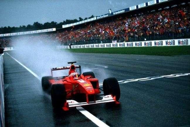 Rubens Barrichello arriscou com pneus slicks no asfalto molhado de Hockenheim e venceu pela primeira vez na F1